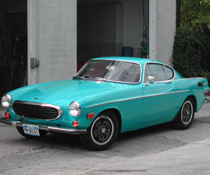 71 Volvo P1800 in front of Van's Garage
